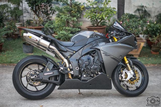 Yamaha R1 do Hung than duong pho luc luong trong dien mao fullblack den tu xu bien - 30