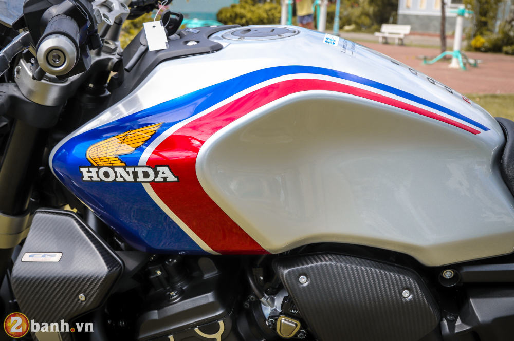 Can canh Honda CB1000R Limited Edition 2019 vua ve Viet Nam - 4