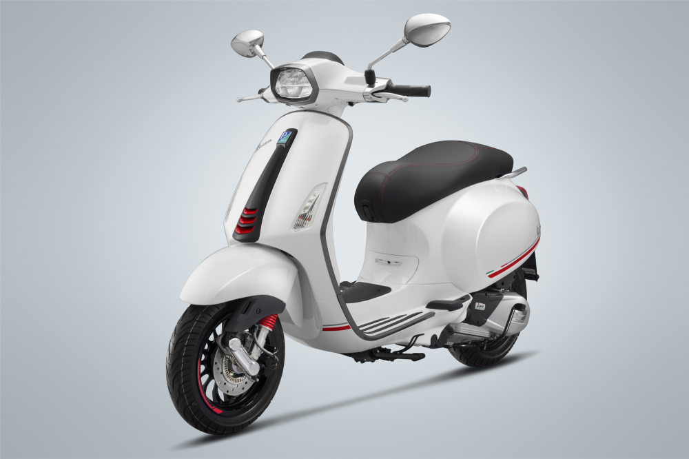 Piaggio ra mat Vespa Sprint Carbon 2019 gia 785 trieu dong - 2