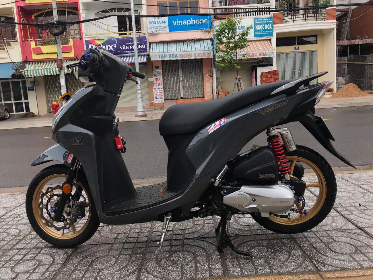Vision do cuon hut nguoi xem voi gam mau xi mang cua biker Vung Tau - 3