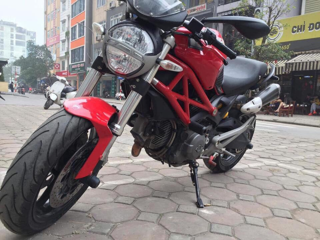 Ke trom ngang nhien cuom Ducati Monster trong mot ngay mua gio - 3