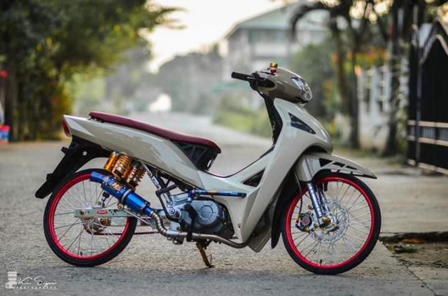 Phien ban Wave do la lung nhung day chat choi cua dan choi Thai Lan - 3