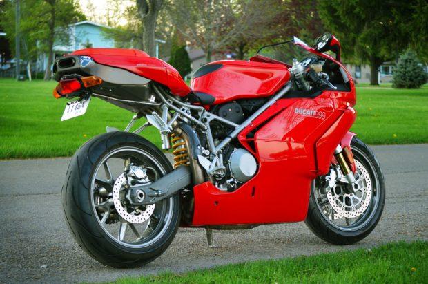 Ducati 999 2003 co duoc dau gia voi muc khoi diem bat ngo - 7