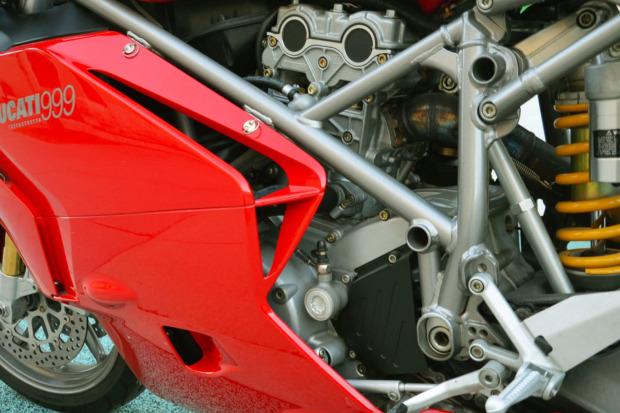 Ducati 999 2003 co duoc dau gia voi muc khoi diem bat ngo - 4