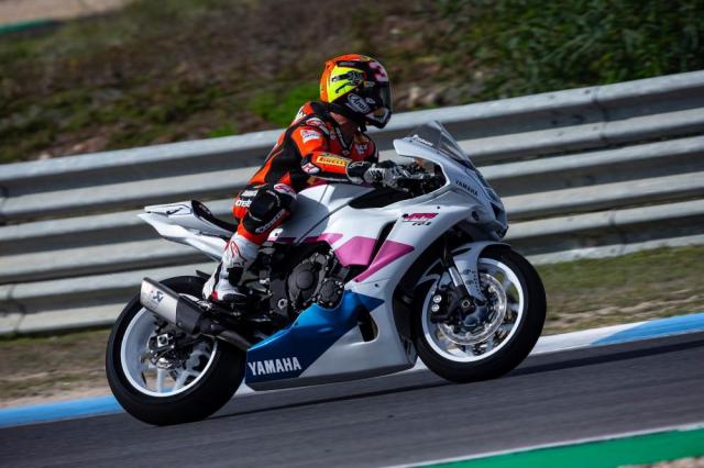 Yamaha R1 Fabrizio Pirovano duoc ban dau gia de ho tro tu thien nghien cuu ung thu - 4
