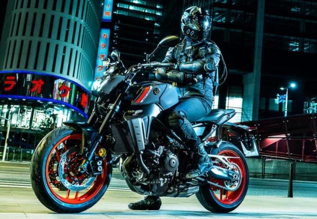 Yamaha MT09 2021 va nguon goc am thanh ong xa tu bong toi - 3
