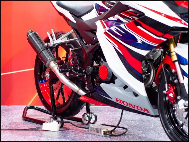 Can canh hai chiec CBR150R 2021 do chinh hang tu Honda - 16