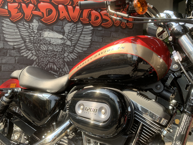 Len san HarleyDavidson 1200 Custom ban mau do den tuyet dep - 18