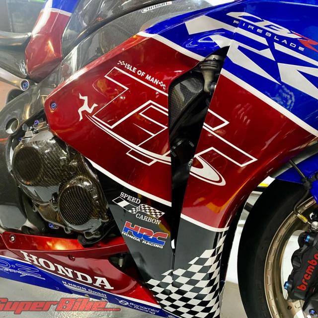 Honda CBR1000RR trong ban do cuc dep - 9