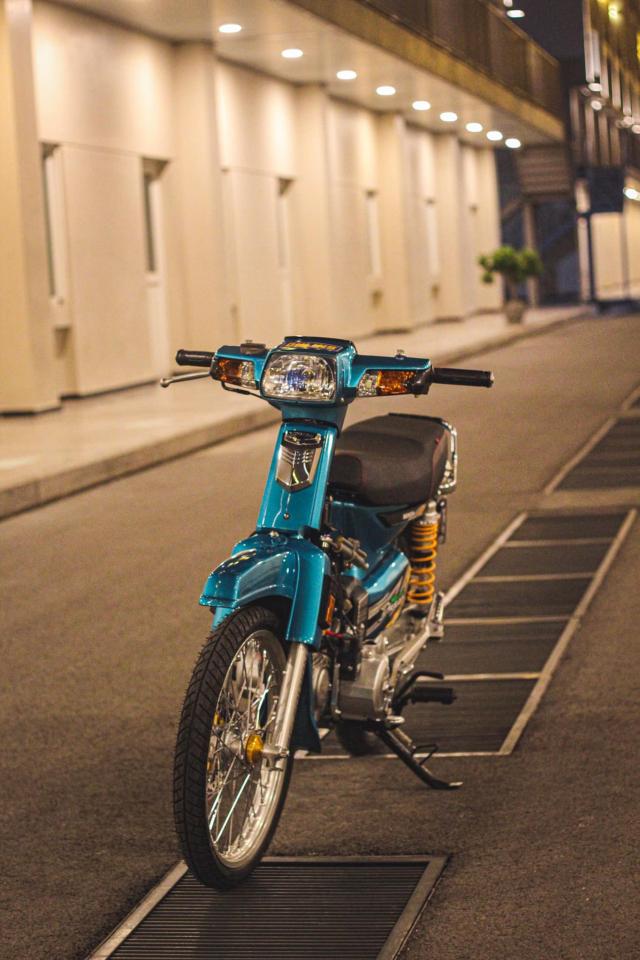 Phuc sinh Honda Dream voi dan do choi du chat du luong - 13