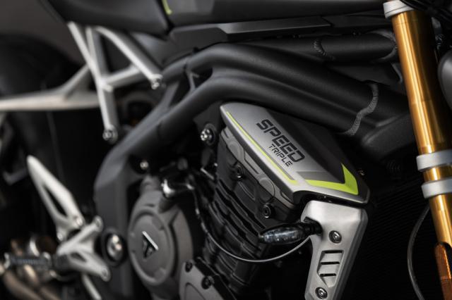Triumph Speed Triple 1200 RS 2021 va Ducati Streetfighter V4 S tren ban can thong so - 3