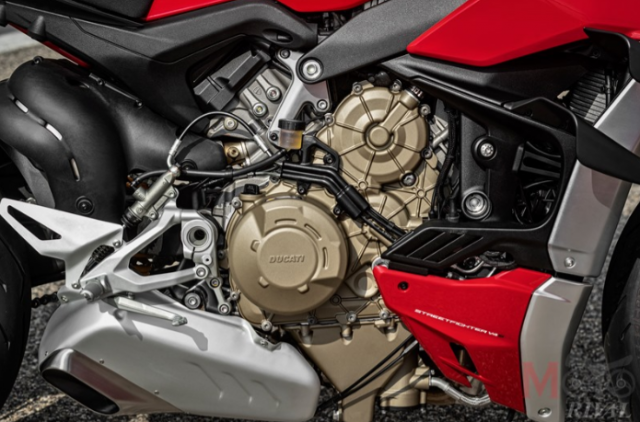 Triumph Speed Triple 1200 RS 2021 va Ducati Streetfighter V4 S tren ban can thong so - 4