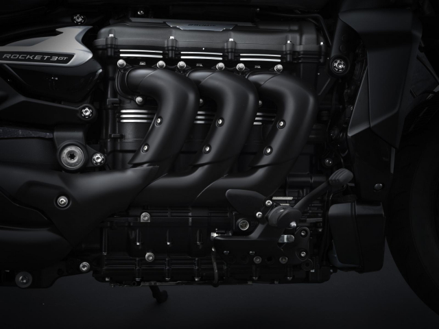 Chi tiet Triumph Rocket 3 GT Triple Black se ra mat vao dau thang 4 - 4