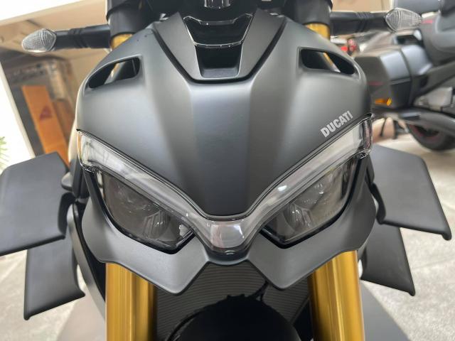 Ducati Streetfighter V4 S 2021 mau den dau tien ve tai Viet Nam - 5