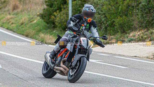KTM 1290 Super Duke RR phien ban dac biet gioi han lo dien
