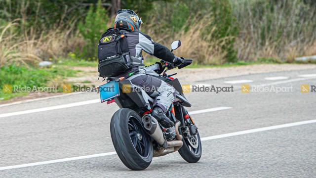 KTM 1290 Super Duke RR phien ban dac biet gioi han lo dien - 9