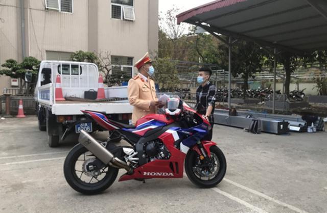 Phat 105 trieu cho hanh vi chay qua toc do 299kmh trong duong cam co du RAN DE - 3