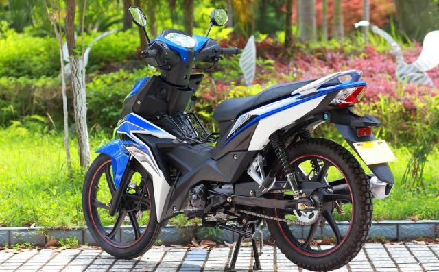 Kinh hoang xuat hien Winner V1 phien ban xe so pho thong - 11