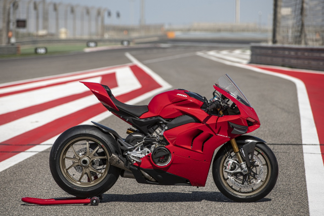 Ducati Panigale V4 2021 duoc trang bi goi phu kien Performance Accessories