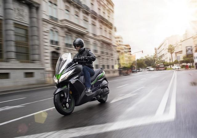 Kawasaki J125 xe tay ga 125cc co gia ban khoang 137 trieu Dong - 27