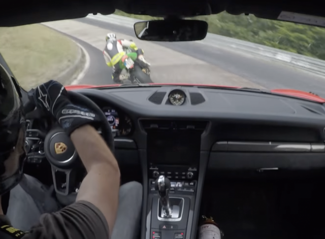 Kawasaki Ninja ZX10R do suc voi Porsche 911 GT3R tai NORDSCHLEIFE
