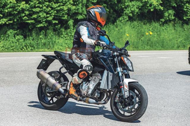 Lo dien KTM 990 Duke co the lam rung chuyen gioi nakedbike
