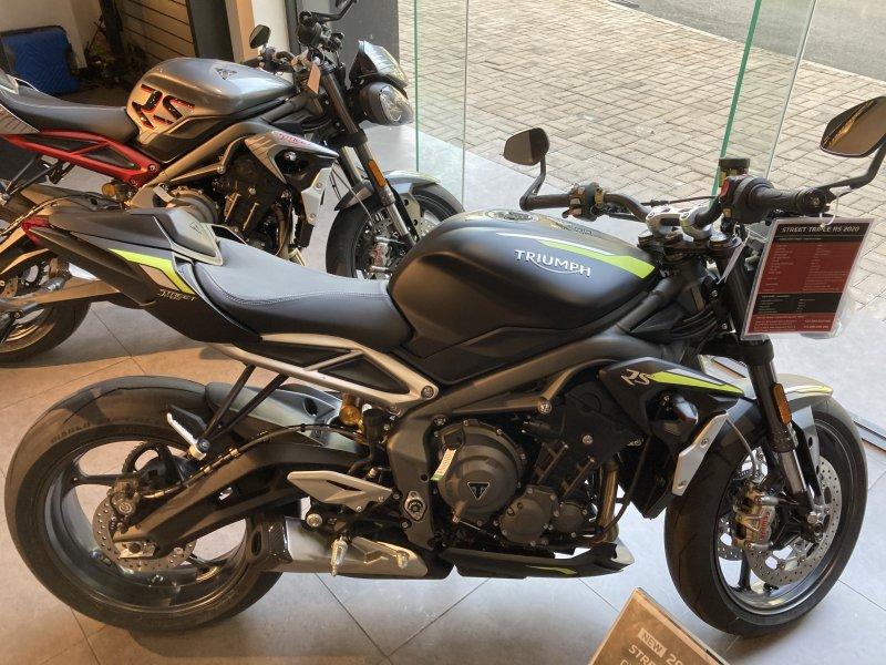 Naked bike Street Triple RS 2021 Moi 100 Co ho tro ngan hang - 11