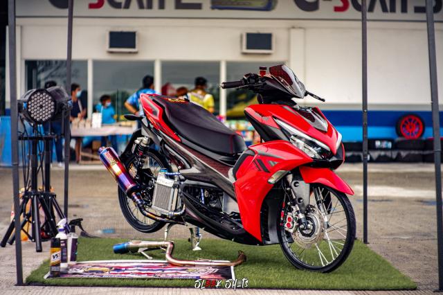 NVX 155 2021 lot xac KHUNG qua ban tay cua biker Thailand - 3