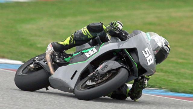 Sportbike su dung dong co KTM 890 dang thu nghiem - 4