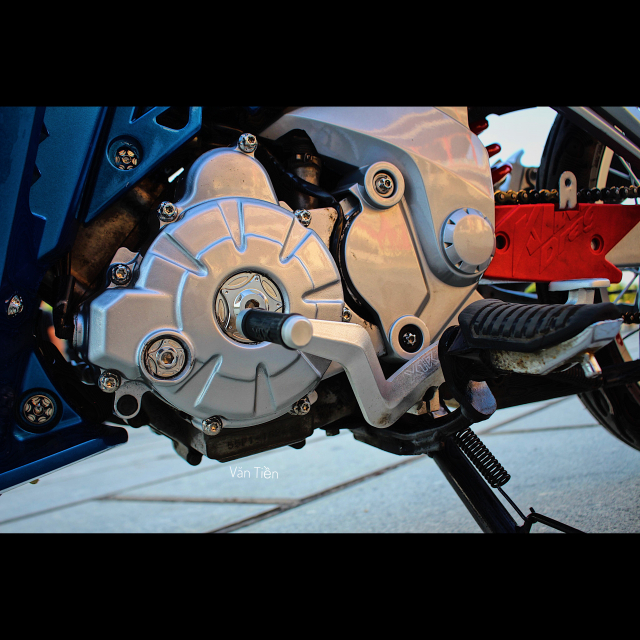 Yamaha Exciter 135 kieng nhe khoe dang trong nang chieu - 6