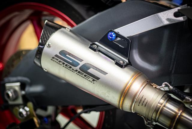 Phien ban Ex 150 do duoc lai tao giua Yamaha R1 va BMW S1000RR - 14