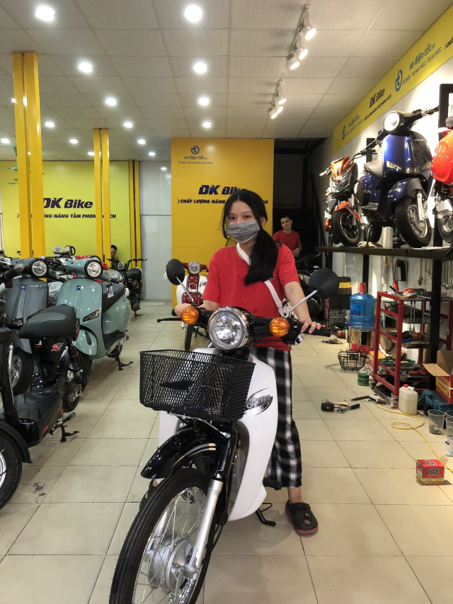 Xe may dien DKBike co gi canh tranh VinFats Impes - 4