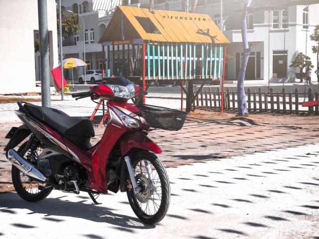 Future 125 do theo phong cach Thai khoe dang tren duong pho - 4