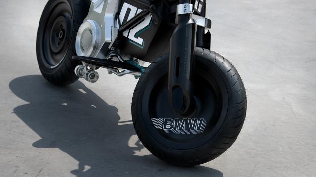 BMW ra mat xe may dien gap don phanh dia hien dai - 8