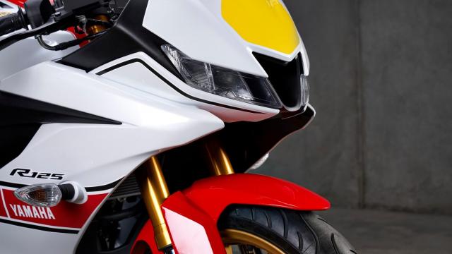 Can canh Yamaha R125 2022 phien ban Ky niem trang bi an dut R15 than thanh