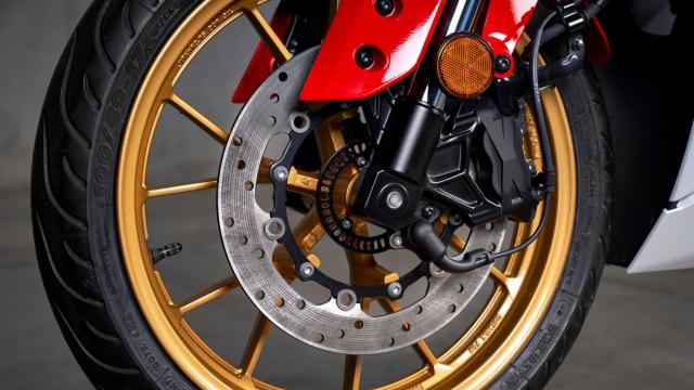 Can canh Yamaha R125 2022 phien ban Ky niem trang bi an dut R15 than thanh - 10