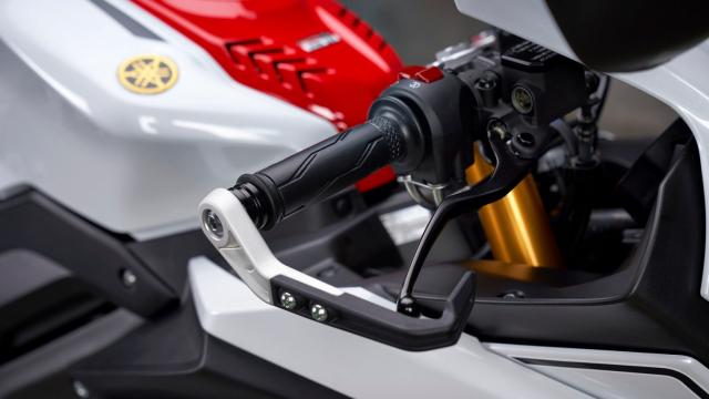 Can canh Yamaha R125 2022 phien ban Ky niem trang bi an dut R15 than thanh - 7