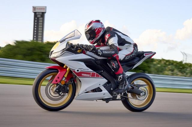 Can canh Yamaha R125 2022 phien ban Ky niem trang bi an dut R15 than thanh - 11