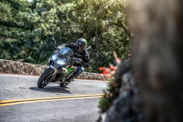 Kawasaki Ninja 650 2022 tiet lo mau sac moi - 4