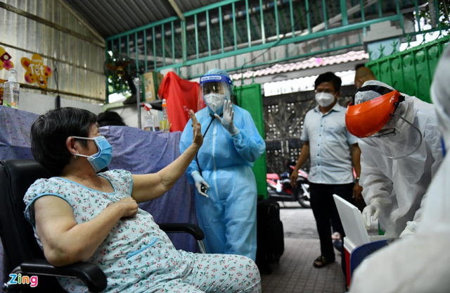 TPHCM gap rut chuan bi chinh sach the xanh vaccine de buoc vao binh thuong moi - 3