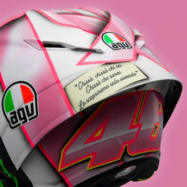 Valentino Rossi gioi thieu mau non danh tang con gai tuong lai
