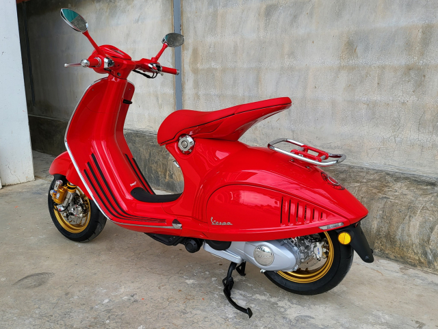 Sieu pham Vespa 946 hoan thien hon voi dan chan Racing - 7