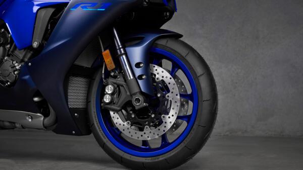 Lo dien Yamaha R1 2022 an theo phong cach cua dan em R7 - 6