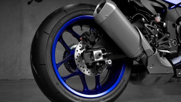 Lo dien Yamaha R1 2022 an theo phong cach cua dan em R7 - 8