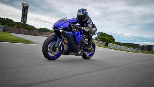 Lo dien Yamaha R1 2022 an theo phong cach cua dan em R7 - 15